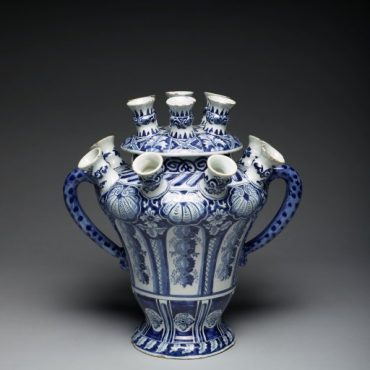 """Flower or Tulip Vase, about 1693, tin-glazed earthenware (Delft), De Griexe A factory (The """"Greek A"""" factory), the Netherlands"""